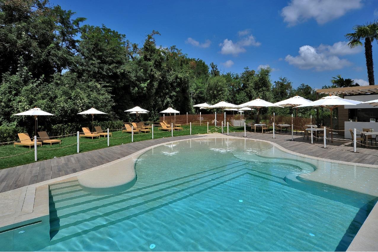 Estate in piscina a bologna relais bellaria hotel bologna - Hotel con piscina bellaria ...