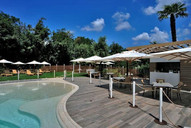 Estate in piscina a bologna hotel relais bellaria - Hotel con piscina bellaria ...