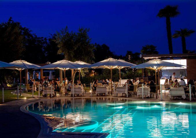 Swing in Pool: la tua cena a bordo piscina!
